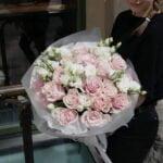 Bukiet z róż i eustomy