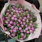 Bukiet fioletowych tulipanów